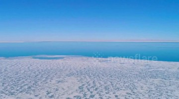 Spectacular drone shows China's largest saltwater lake freezing