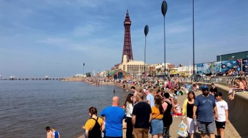 Thousands of Brits flock to Blackpool for scorching Easter Sunday