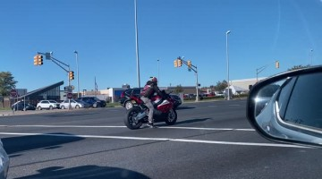 Motorcyclist Runs Red Light and Almost Crashes
