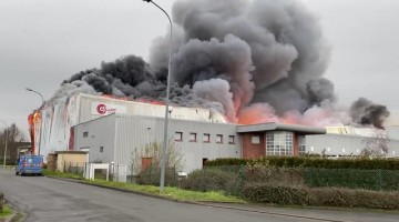 Logistic Center Destroyed in Large Fire