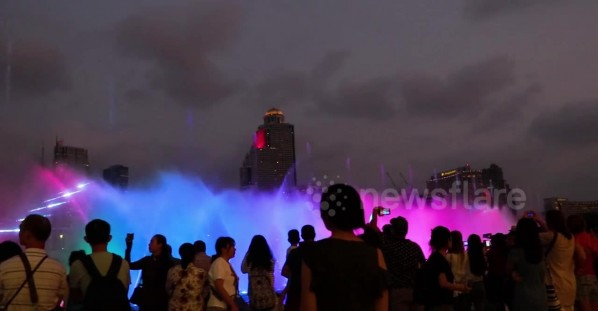 Tourists flock to see longest water fountain in South East Asia