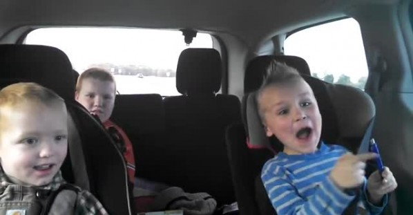 Kids have completely different reactions to mom's twin pregnancy