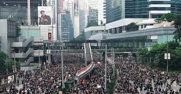 Hundreds of thousands attend the third massive protest against extradition bill in Hong Kong