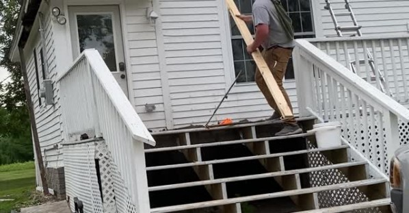 Brothers Bail Out After Releasing Bats