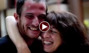 This Guy Gave His Mom The BESTEST Surprise Of Her Life! Brought A Smile To My Face!