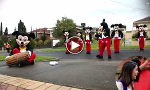 Cutest Proposal Ever! Guy Dances On The Street As Mickey Mouse To Propose To His Girlfriend