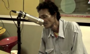 Watch What A Man From Street With Extraordinary Talent Did In This Radio Station