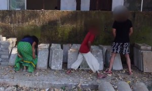 Watch This Girl Do The Most Daring Thing That Has Put The Public To Shame!