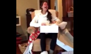 Guy Makes His Girlfriend Uncontrollably Sob With His Gift