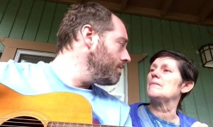 Mother With Alzheimer's Can't Recognise Her Son Unless He Does This For Her