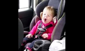 Toddler Does A Hilarious Lip Sync To Taylor Swift And It's Simply Adorable