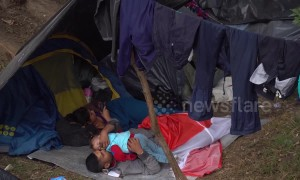 Video shows daily life of Venezuelan migrants in makeshift campsite in Colombia