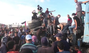 2 Palestinians killed in Gaza border protest