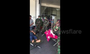 Injured arrive at Sulawesi Airport as President Joko flies in to meet them
