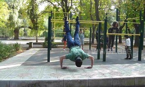 Armenian man executes wince-inducing push-up routine