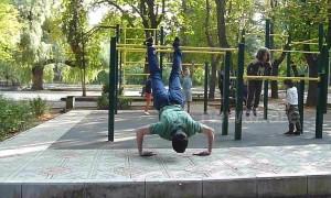 Armenian man executes wince-inducing push-up routine