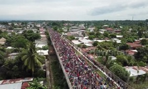 Honduran migrant caravan approaches Mexican border