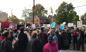 Crowd sings Hebrew songs in peaceful protest in wake of Pittsburgh synagogue massacre