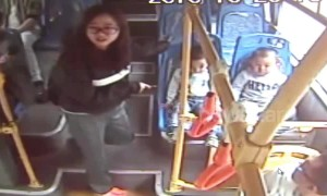 Toddler follows wrong mum to get on bus