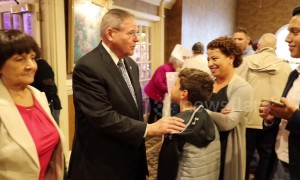 Sen. Menendez shakes hands, speaks at campaign stop in NJ