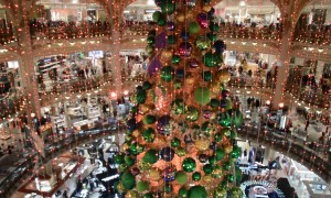 Joyeux Noel! Paris department store puts on stunning Christmas display