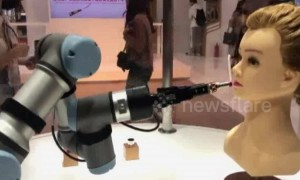 Robot makeup assistant presented at China International Import Expo