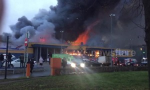 Firetrucks arrive as massive blaze engulfs Lenta hypermarket in St. Petersburg