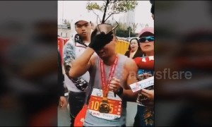 Dad breaks down in tears after he finishes marathon holding his dead son's photo