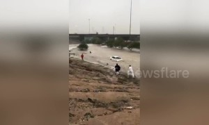 Flooding in Kuwait sweeps away parked cars and causes mayhem