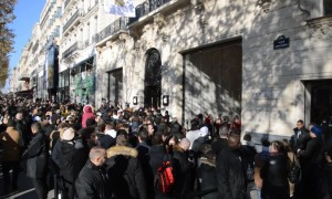 New Paris Apple Store opens on Champs-Elysées