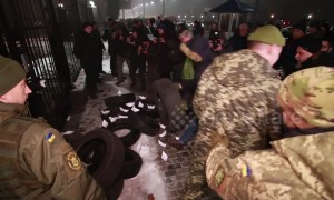 Protestors hurl flares, set tires on fire outside Russia embassy in Kiev