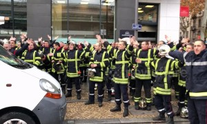 French firefighters perform Icelandic viking clap during Lyon protest