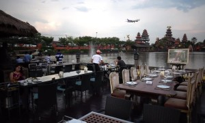 Idyllic Thai restaurant disrupted by constant low-flying planes
