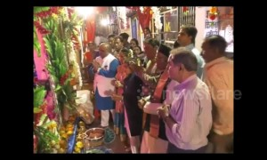 Worshippers receive cigarettes, alcohol and sweets at bizarre Hindu shrine