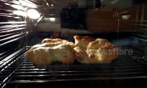 Oddly fascinating timelapse shows Yorkshire puddings rising