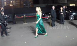 Kate Moss arrives at Fashion Awards