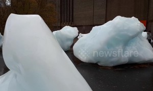 Melting icebergs appear outside Tate Modern in new art installation