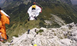 Group makes incredible wingsuit jump at Icarus Cup 2018