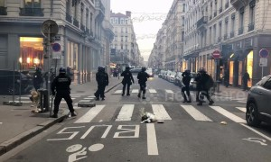 Police fire tear gas at 'yellow vest' protesters in Lyon