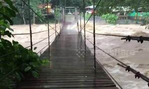 Flash floods batter suspension bridge in southern Thailand