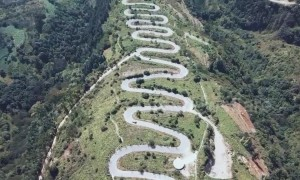 Spectacular footage shows winding mountain road with 68 turns in China