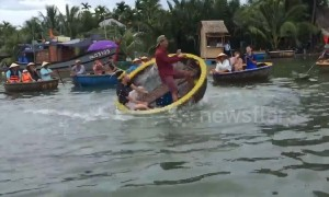 You spin me right round! Tourists take spinning basket boat challenge