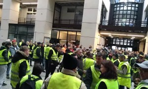 Yellow vest protesters enter town hall and sing French national anthem