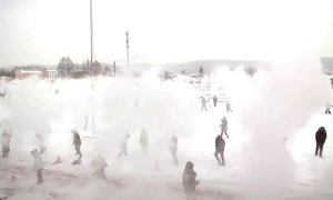 In China, 1,200 people threw hot water into -53 degrees Celsius air, creating giant ice clouds