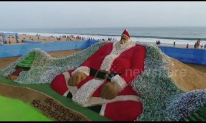 Indian artist creates 'world's biggest Santa' - with 10,000 plastic bottles