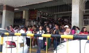 Shoppers flee mall after earthquake hits Philippines