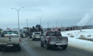 Large convoy in northwestern Alberta city shows support for Canada's oil and gas sector