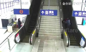 Police jumps over ticket gate to save old lady losing balance on escalator
