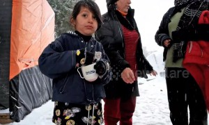Refugees battle winter living conditions in Greek camp