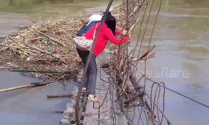 Dedicated teachers cross damaged bridge to reach school in Philippines